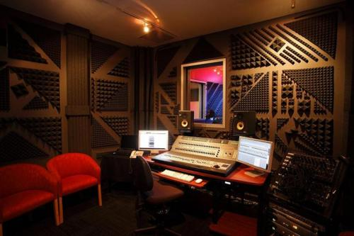 http://www.beatmakingentertainment.com//HLIC/0c06f76f07fb60e8b18f070bd6489c4a.jpg