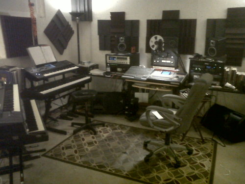 http://www.beatmakingentertainment.com//HLIC/de03c6bd784c2974aed1ee6a543b8308.jpg