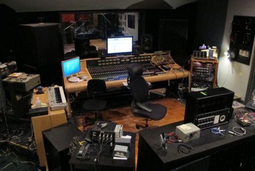 http://www.beatmakingentertainment.com//HLIC/e5b98b1daedf40e82ded6d895599a4e7.jpg